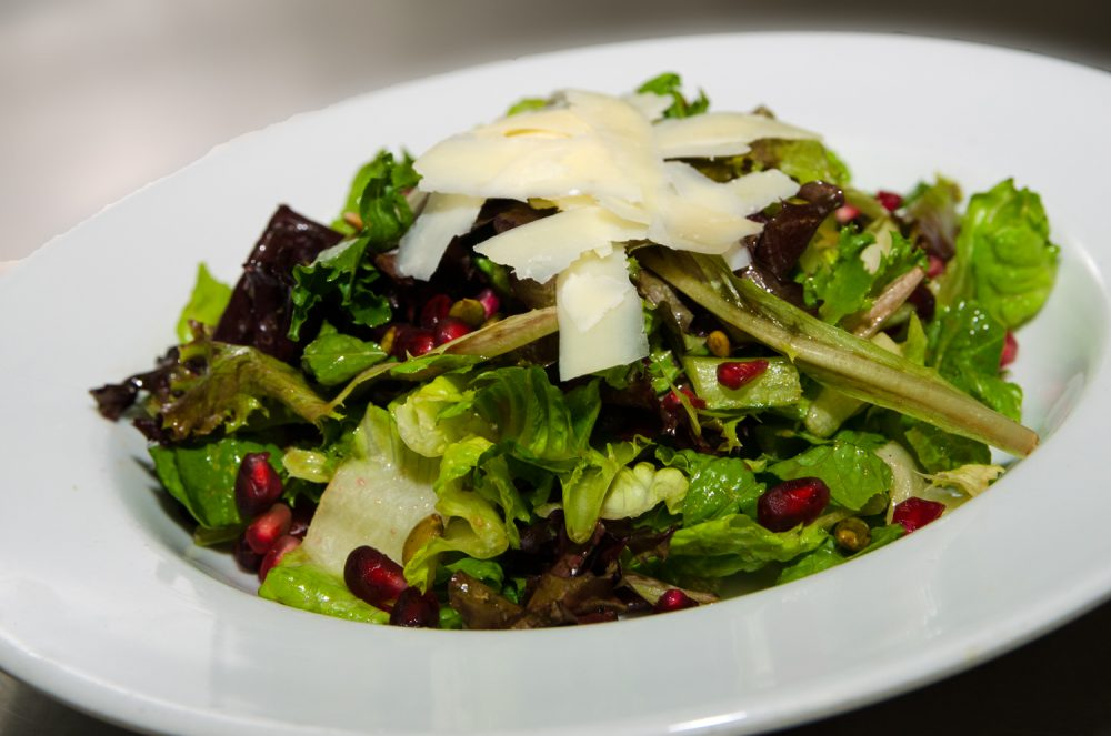 Salad With Pumpkin Seeds And Pomegranate Med Rez