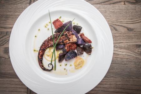 Meze Mediterraneo Restaurant Opens in Schaumburg