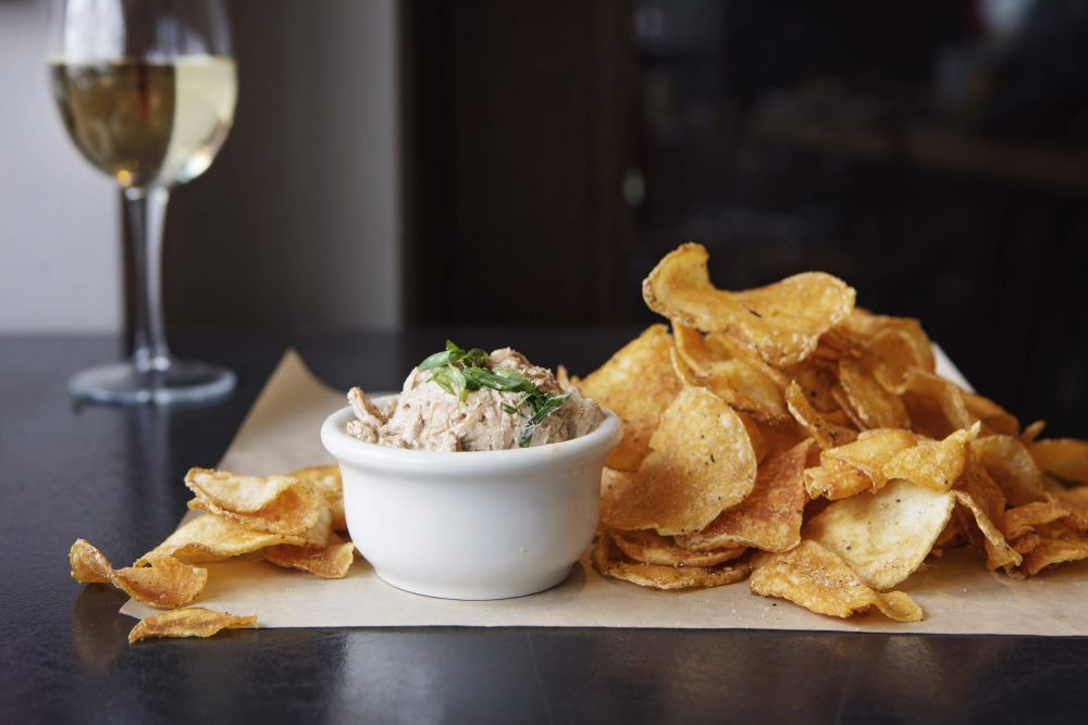 Weber Grill Kettle Chips Smoked Onion Dip 1